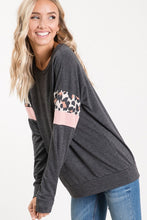 Load image into Gallery viewer, Leopard Stripe Sleeve Pullover