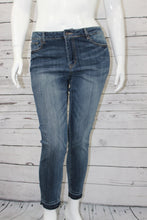 Load image into Gallery viewer, Plus Size Skinny Jean