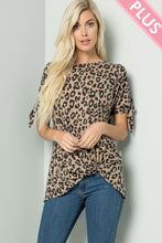 Load image into Gallery viewer, Plus Size Leopard Print Top