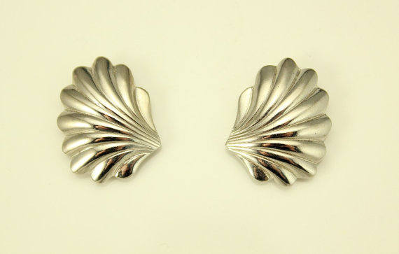 Gold or Silver Scallop Shell Magnetic or Pierced Earrings