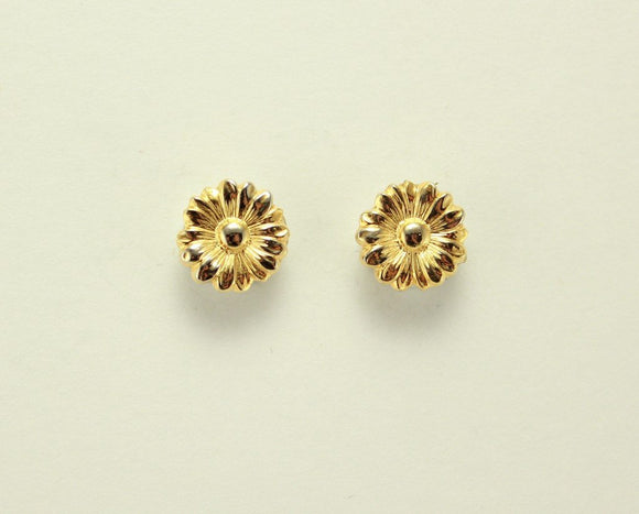 Daisy Flower Magnetic Non Pierced Clip Or Pierced Earrings In Silver Or Gold - Laura Wilson Gallery