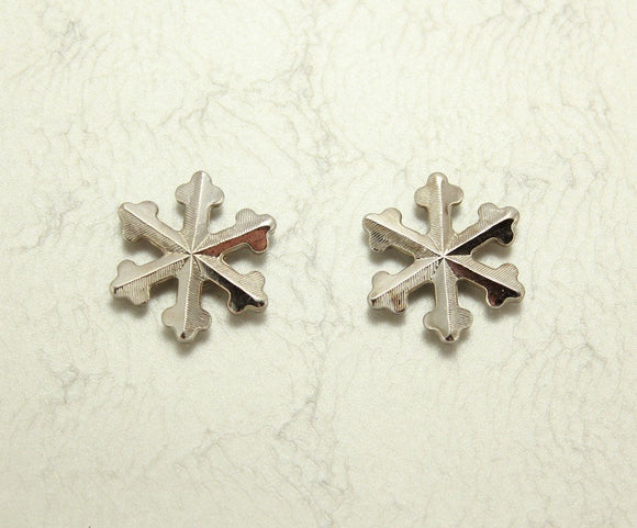 Silver Snowflake Magnetic Clip Non Pierced Earring - Laura Wilson Gallery