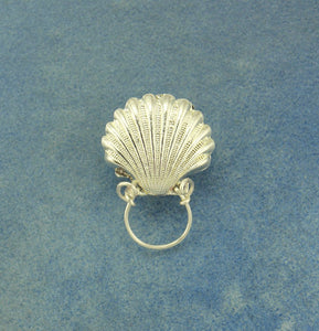 Silver Scallop Shell Magnetic Eyeglass Holder - Laura Wilson Gallery