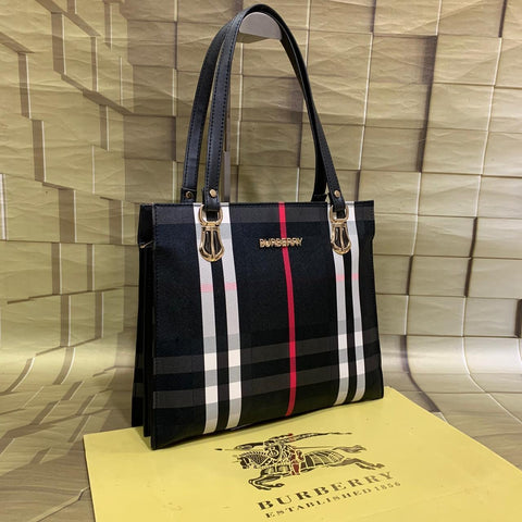 Buy first copy Burberry Hand Purses online | DOPESHOP