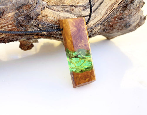 Nature Organic Leaf Cactus Necklace - Green Resin Boho Jewelry  -  Sequoia Quadrant Pendant -  Handmade Holz Harz - Wearable Wood