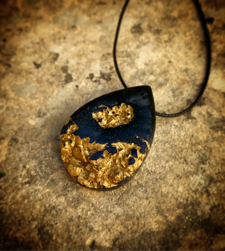 Teardrop Geode Druzy Gold Necklace - Resin Jewelry - Golden Pendant - Obsidian Black Gold - Crystal Necklace - Beton - Wearable Wood