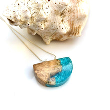 Load image into Gallery viewer, Real Seashell pendant Wood resin necklace