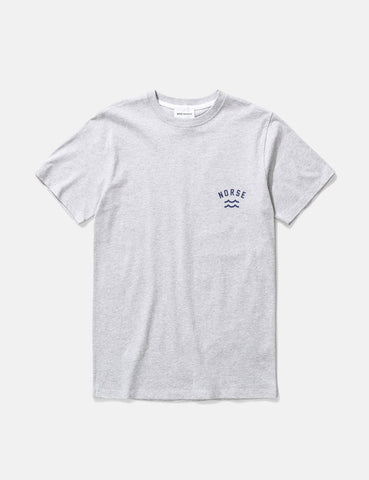 Norse Projects Niels Ivy Wave-Logo-T-Shirt - Hellgrau Melange