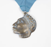 Load image into Gallery viewer, 1991 prix de west medallion medal bronze shirley thomson-smith sculptor face profile