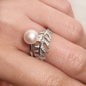 Big pearl feather ring