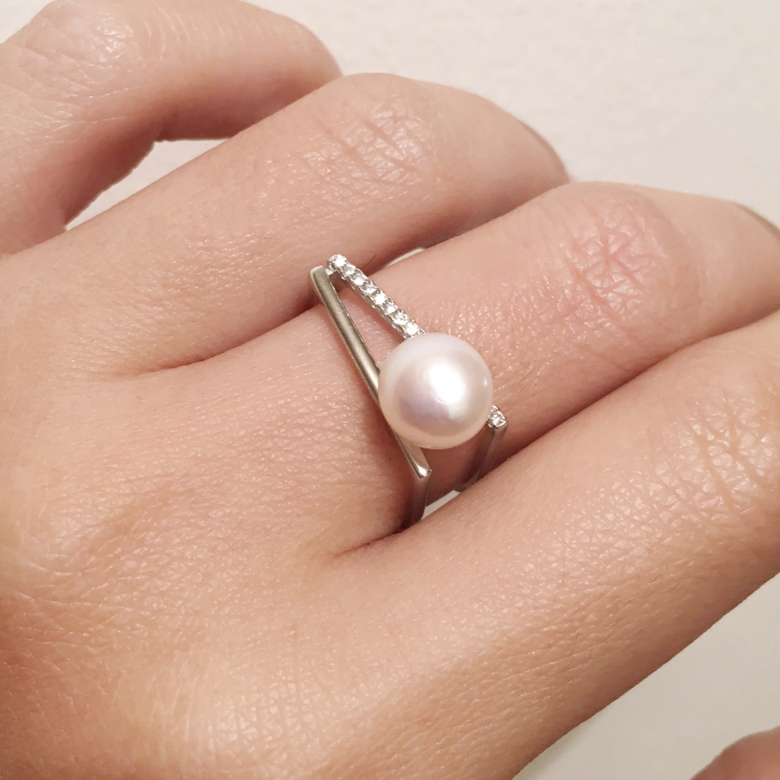 Statement pearl ring