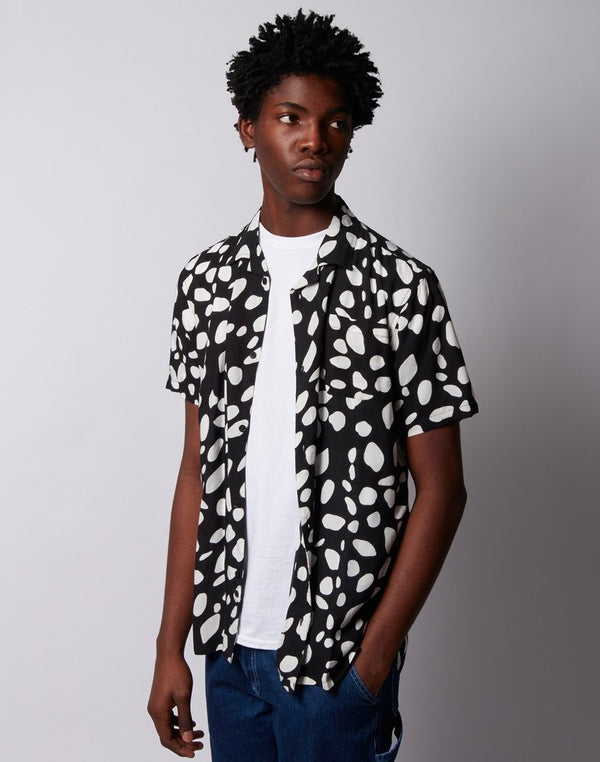 The Idle Man - Pebble Print Revere Collar Shirt Black