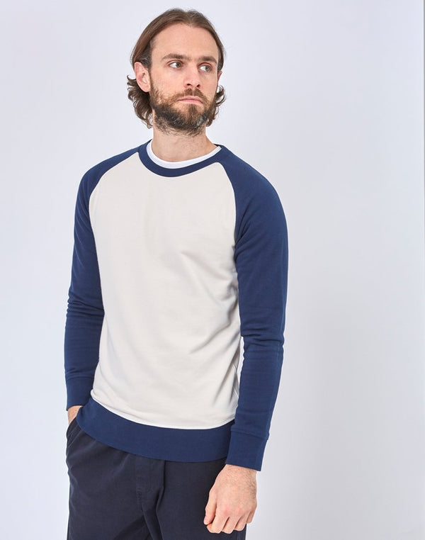 The Idle Man - Organic Contrast Sleeve Raglan Sweatshirt White & Navy