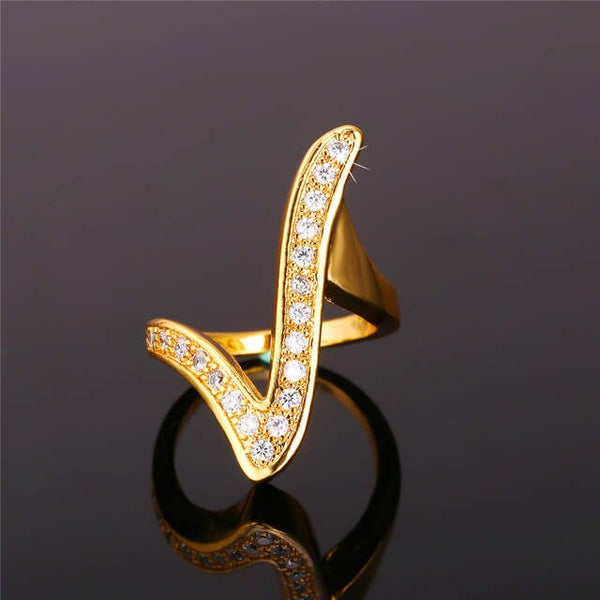 SHIMMERING V-SHAPED GEOMETRIC RINGS