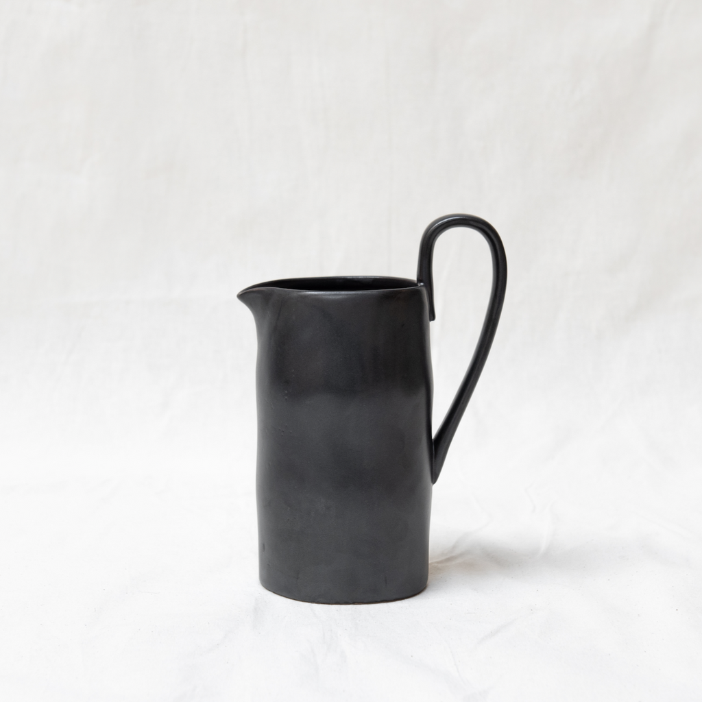 Flow jug - glazed porcelain - black