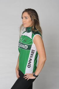 Side view of the Team Ireland Short Sleeved cycling jersey which is green with white panels and sports the Spin 11 and Cycling Ireland logos