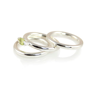 KenSuJewelry Band Polished Tripled Ring with Peridot
