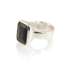 KenSuJewelry Bowl Ring with Black Spinal Vertical