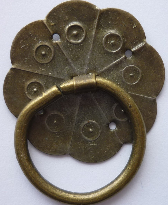 Disc (flat) with Ring Scallop Shape, 3.8cm diam, Brass