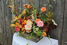 Load image into Gallery viewer, Flower Casita, The Sympathy Store, local delivery within Petaluma and Penngrove for funeral services and celebration of life tributes. Order online or contact us directly (707)559-5243 or contact@flowercasita.com