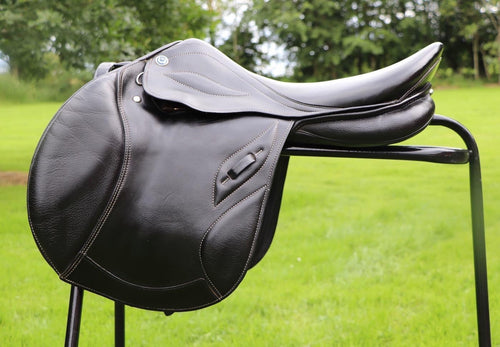 "Stubben Phoenix Elite 17.5"" Black Wide Jump Saddle"