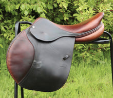 "Load image into Gallery viewer, CWD Classic 17.5"" Saddle"