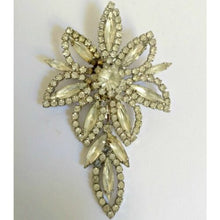 Load image into Gallery viewer, Antique Brooch Crystal Flower Weiss Rhinestone 40s 1940s Floral Pin Vintage