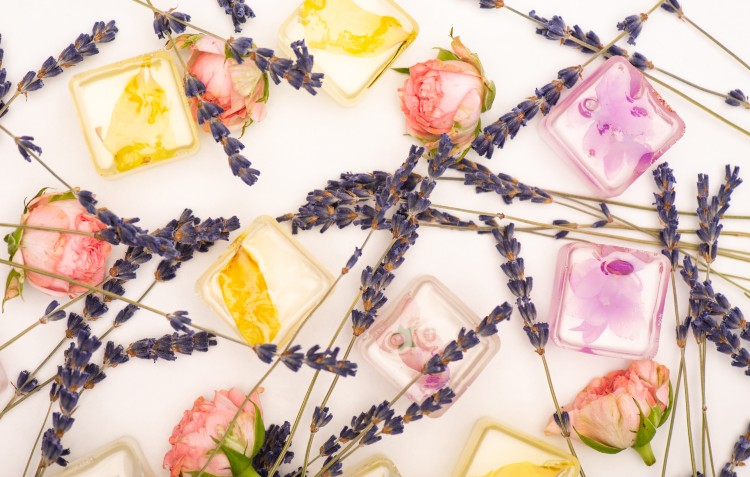 cut-flowers-in-ice-cubes