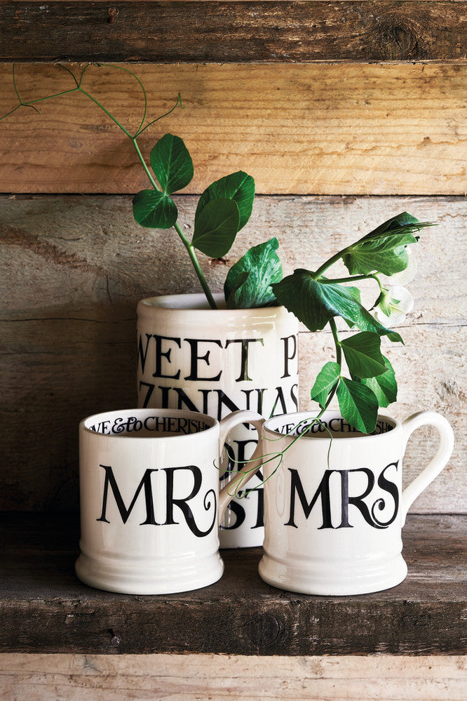 Set of 2 - Mr and Mrs 1/2 Pint Mugs