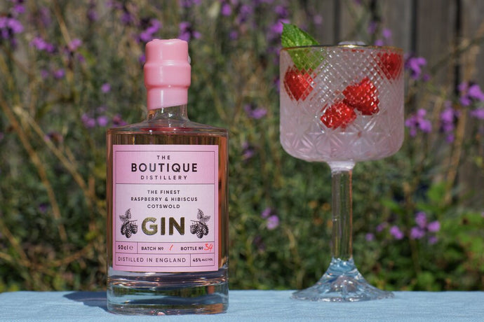 Boutique distillery pink Cotswold gin with raspberry's and hibiscus flowers  50cl (Boutique)