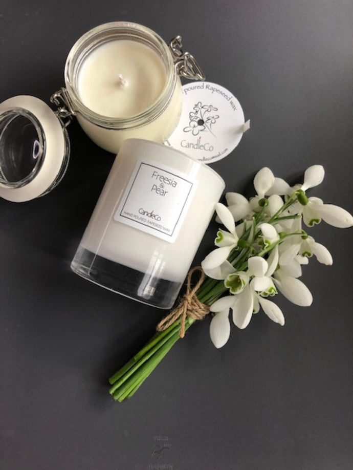 Freesia and pear scented candle (Candelco)