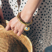 Load image into Gallery viewer, woman,with Thallo Shell. Gold plated brass, handmade bracelet