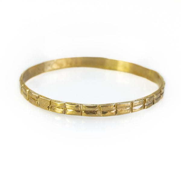 Alkmini. Gold bracelet, with a thin double line of embossed designs, around its circumference