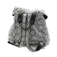 Load image into Gallery viewer, back site of back-bag kiara, leather black and white