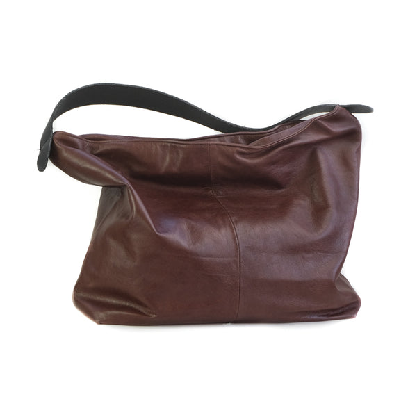 Bordeaux, shoulder bag with a wide, black, shoulder strap