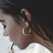 Load image into Gallery viewer, girl with gold diaz earrings