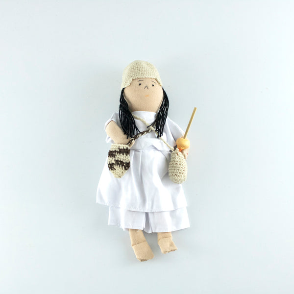 Arhuaco husband with his white cotton outfit and handmade crochet bag and poporo
