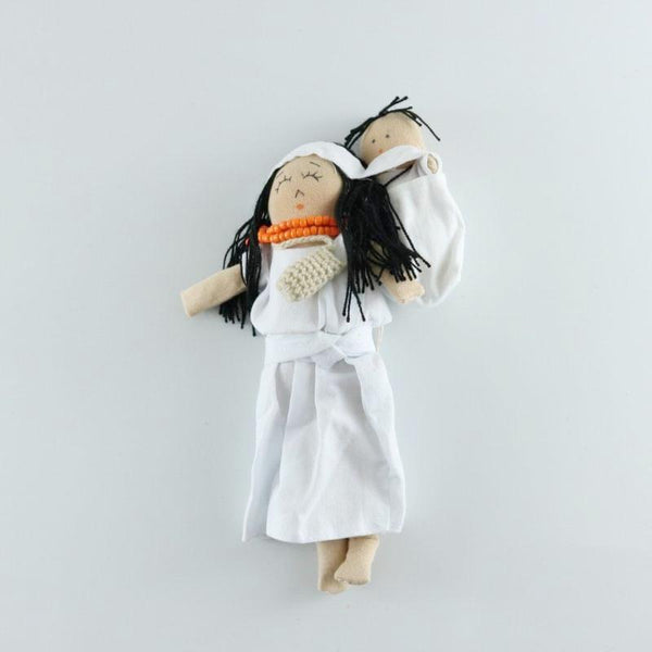 Arhuaco mom and baby in white cotton dress, 22 cms tall, hand made by Katia Mallol