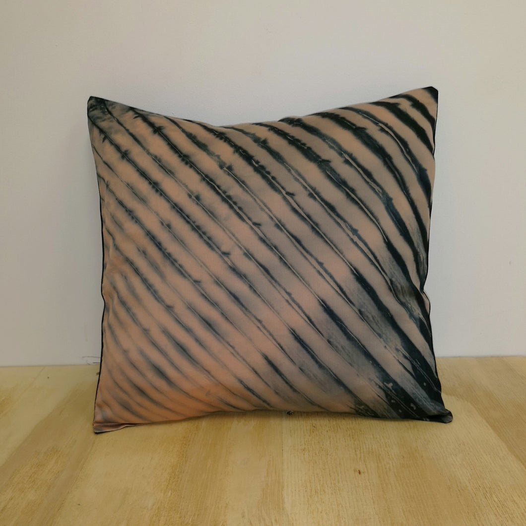 Shibori Style Cushion Cover : Black and Pink