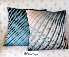 Load image into Gallery viewer, Shibori style - Cushion Cover : Blue and black
