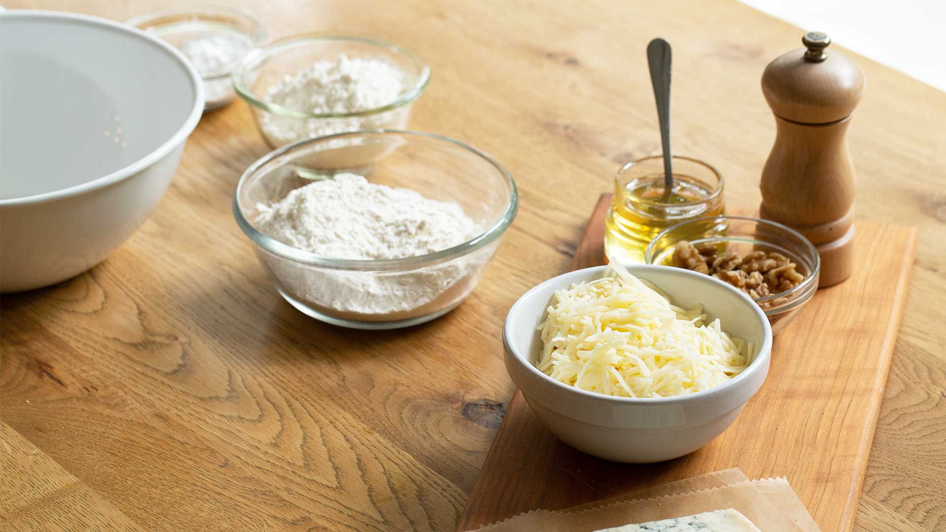 ingredients for gorgonzola pizza