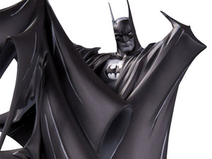 DC Collectibles Batman Black and White Limited Edition 100th Statue (Todd McFarlane Batman Cover #423 )