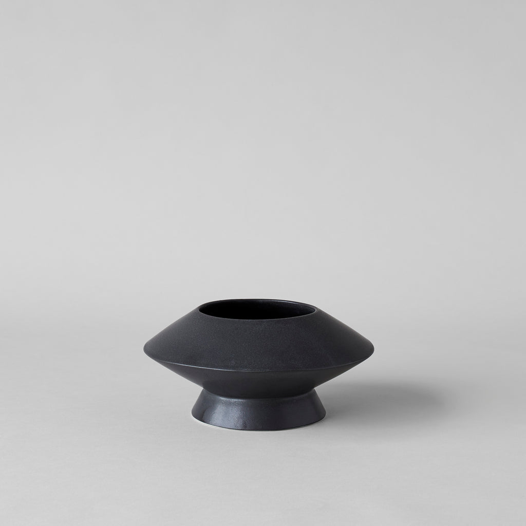 Medium Kado Vase, Matte Black - Bloomist