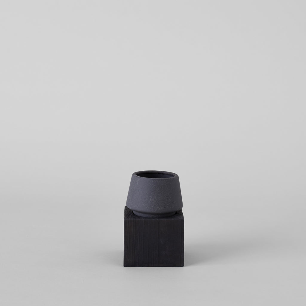 Jikoku Mussel Pot with Charcoal Wood Base