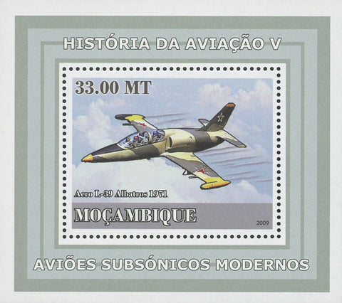 Mozambique Supersonic Planes Acro L-39 Mini Sov. Sheet MNH