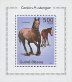 Horses Brown Mustangs Mini Sov. Sheet MNH