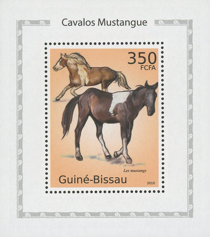 Horses Light Brown Mustangs Mini Sov. Sheet MNH