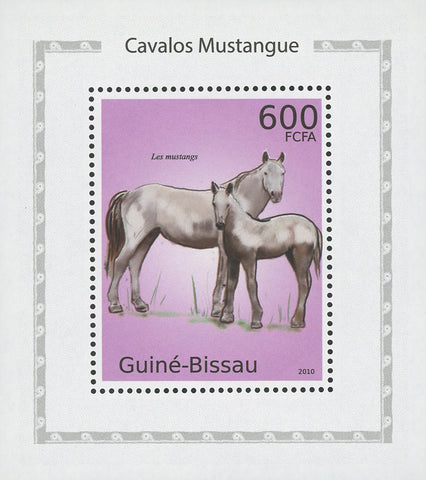Horses White Mustangs Mini Sov. Sheet MNH