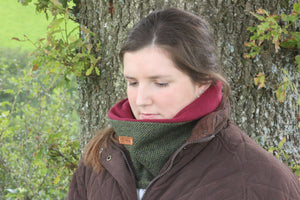 Chepstow Green Cap and Neck Warmer Set