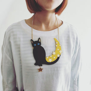 The Cat Jumps over the Moon Necklace - BellePark
